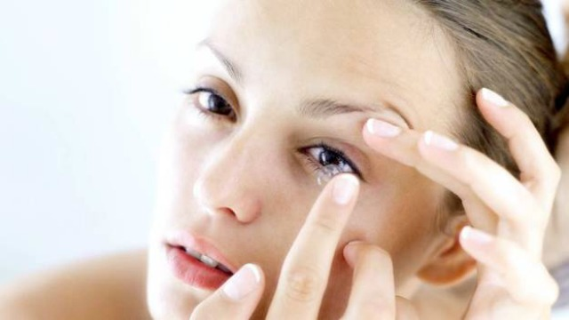 6 Healthy Contact Lens Habits That You Should Be Practising